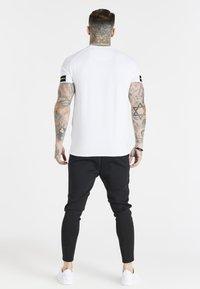 SIKSILK - EXPOSED TAPE RAGLAN GYM TEE - Basic T-shirt - white - 2