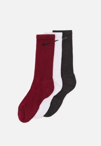 EVERYDAY PLUS CUSH CREW 3 PACK UNISEX - Calcetines de deporte - team red/white/black heather