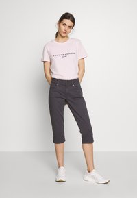 Tommy Hilfiger - NEW TEE  - Print T-shirt - pale pink - 1