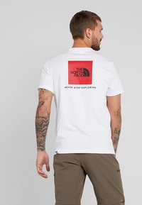 The North Face - REDBOX TEE   - Print T-shirt - white - 2