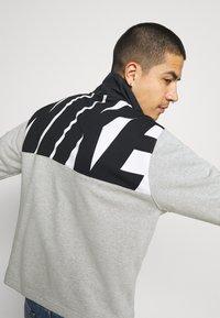 Nike Sportswear - Sweatshirt - grey heather/black - 3