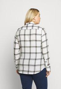 Wrangler Plus - REGULAR - Košile - off white - 2
