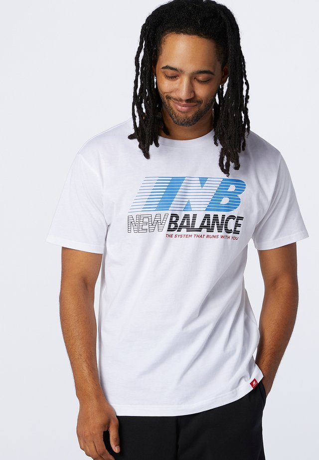 ESSENTIALS SPEED ACTION TEE - T-shirt print - white
