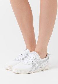 Onitsuka Tiger - DELEGATION  - Sneakers basse - white/blush - 0