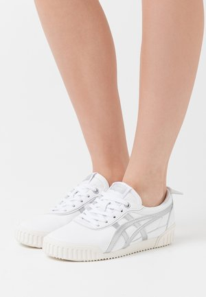 DELEGATION  - Sneakers basse - white/blush