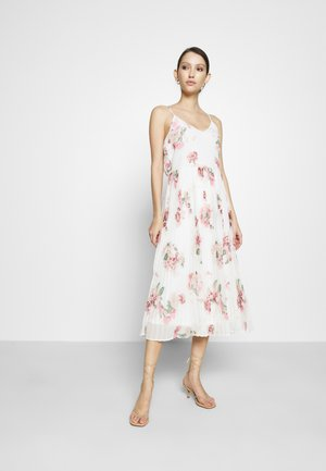 VMLOVELY PLEAT SINGLET CALF DRESS - Vardagsklänning - snow white