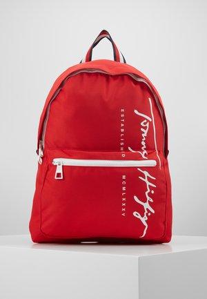 SIGNATURE BACKPACK - Tagesrucksack - red