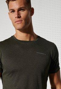 Superdry - ACTIVE - Sports shirt - army khaki - 3