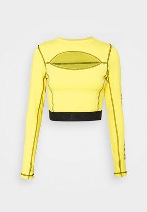 RETRO CUTOUT CROPPED TAPE LONGSLEEVE  - Camiseta de manga larga - yellow