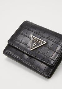 Guess - MADDY SMALL TRIFOLD - Peněženka - black - 3