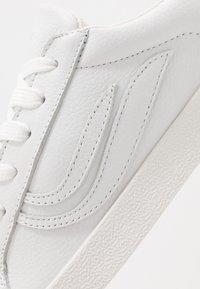 Genesis - G-HELÀ TUMBLED - Sneakers basse - white/offwhite - 6