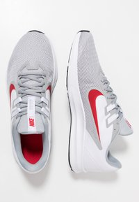Nike Performance - DOWNSHIFTER  - Løbesko stabilitet - wolf grey/university red/white/black - 1