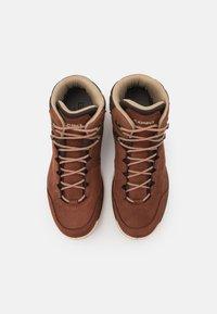 Lowa - LOCARNO GTX - Zapatillas de senderismo - mahogany - 3