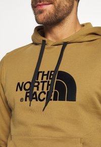 The North Face - MENS LIGHT DREW PEAK HOODIE - Bluza z kapturem - british khaki - 5