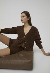 PULL&BEAR - Shorts - brown - 5