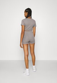 Nly by Nelly - WRAP WAIST MINI SET - Tracksuit bottoms - gray - 6