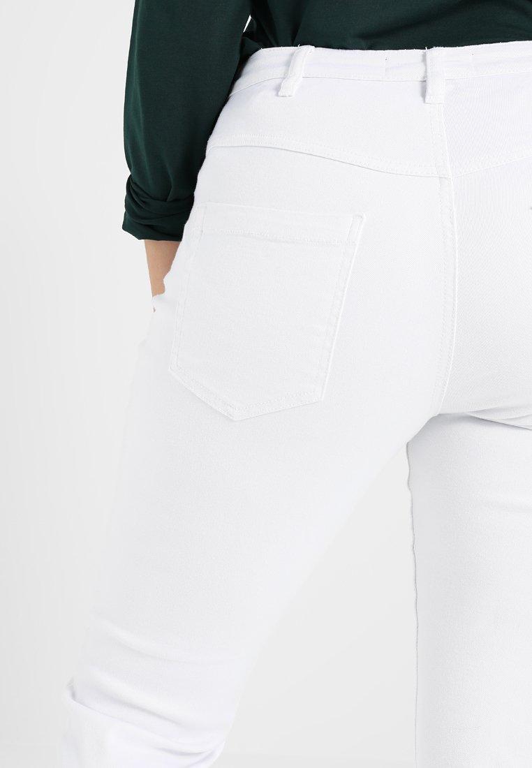 Zizzi EMILY - Slim fit jeans - bright white - Women's Clothing CqBAr