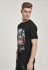 Mister Tee - Print T-shirt - black - 4