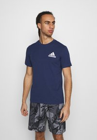 adidas Performance - Print T-shirt - crenav/white - 0