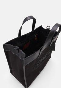 Coach - FIELD TOTE 40 UNISEX - Handbag - black - 2