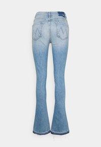 Mother - RUNAWAY UNDONE - Bootcut jeans - light blue - 1