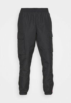 WOVEN CARGO JOGGER - Teplákové kalhoty - black