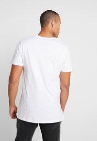Jack & Jones PREMIUM - JPRCHASE TEE CREW NECK  - T-shirt - bas - white - 2