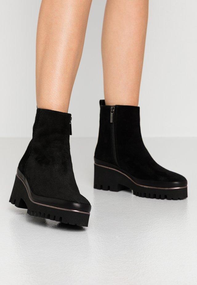 CARMEN - Kotníkové boty na platformě - black
