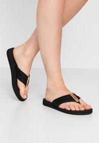 Reef - CUSHION THREADS - Sandály s odděleným palcem - black - 0