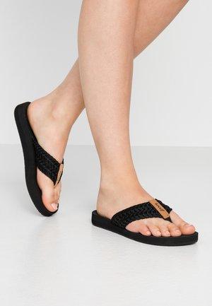 CUSHION THREADS - Sandály s odděleným palcem - black