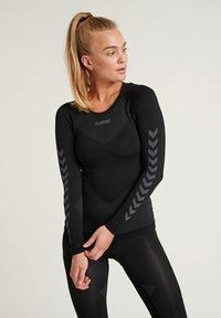 Hummel - Langærmede T-shirts - black - 0