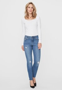 Vero Moda - VMTANYA  - Slim fit jeans - medium blue denim - 1