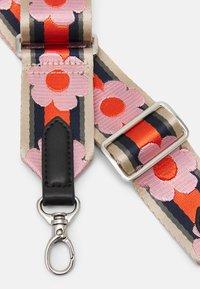 Becksöndergaard - FLOWIE STRAP - Andre accessories - taffy - 1