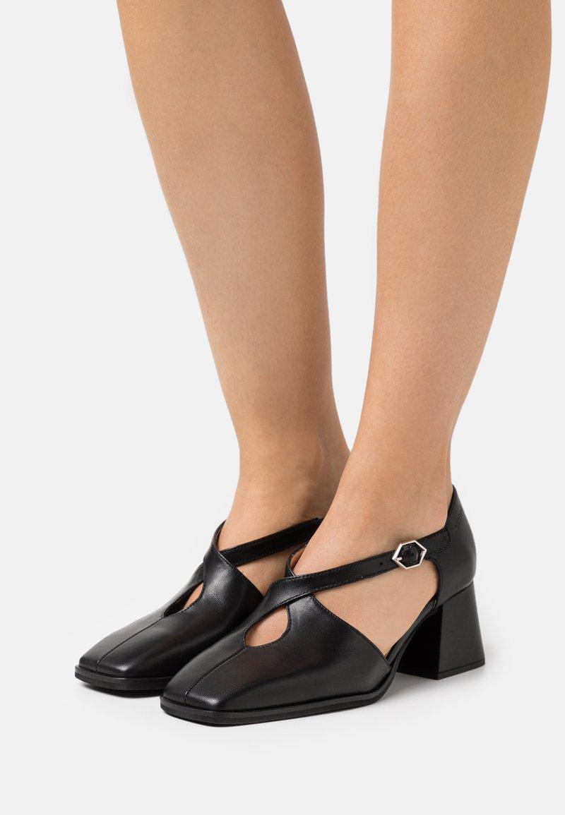WONDERS - Classic heels - black