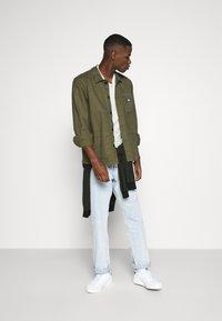 Burton Menswear London - SHORT SLEEVE CREW 3 PACK - Basic T-shirt - off white/navy/dusty - 1