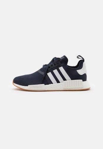 NMD_R1 BOOST SHOES - Sneakersy niskie - collegiate navy/footwear white