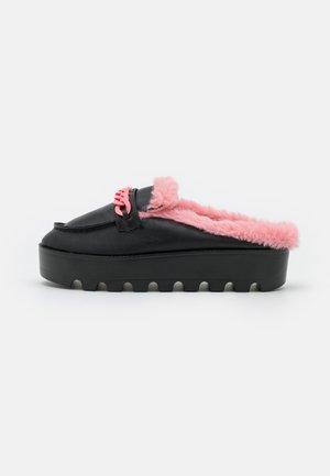 SHIVA - Ciabattine - black/pink