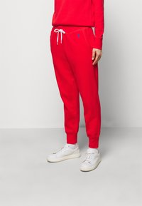 Polo Ralph Lauren - FEATHERWEIGHT - Tracksuit bottoms - bright hibiscus - 0