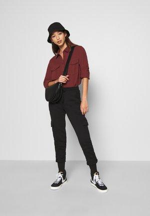 VMMERCY PANT - Teplákové kalhoty - black