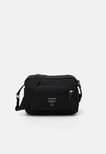 MY THINGS BAG - Across body bag - black