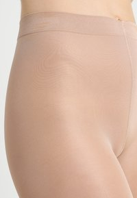 FALKE - FALKE INVISIBLE DELUXE SHAPING 8 DENIER STRUMPFHOSE ULTRA-TRANSPARENT MATT - Strømpebukser - powder - 2