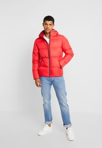 Tommy Jeans - ESSENTIAL JACKET - Down jacket - racing red - 1