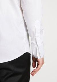 KARL LAGERFELD - MODERN FIT - Camicia elegante - white - 5