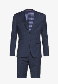 Tommy Hilfiger Tailored - PEAK LAPEL CHECK SUIT SLIM FIT - Oblek - blue - 10