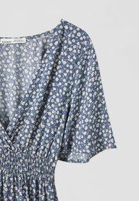 PULL&BEAR - Day dress - mottled blue - 4