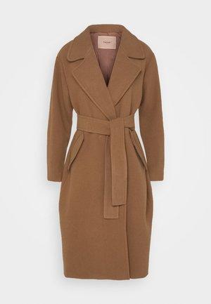 Klasický kabát - cammello