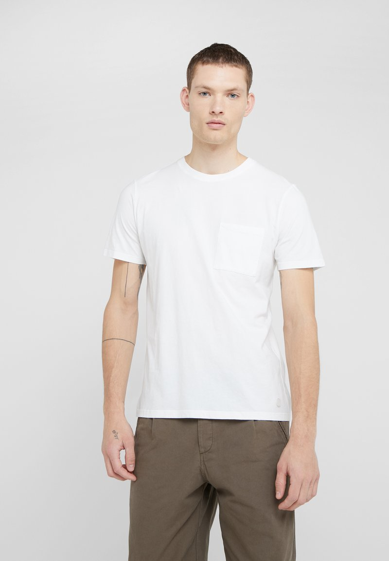 Folk - POCKET ASSEMBLY TEE - T-shirt - bas - white