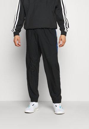 SEASO PANT - Pantaloni sportivi - black/team royal blue