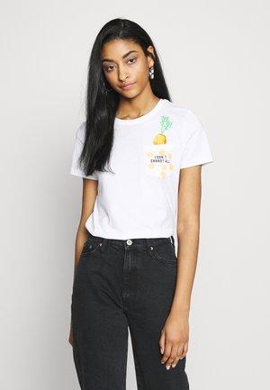 ONLPOLLY LIFE - Camiseta estampada - bright white/carrot
