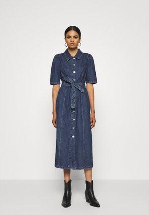 ONLCLARITY LIFE PUFF - Denimové šaty - dark blue denim